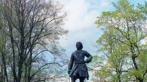 Памятник Петру I в центральном парке Кронштадта
