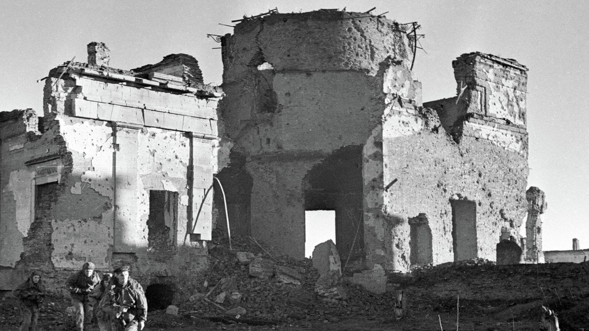 Павильон Пулковской обсерватории, разрушенный немецко-фашистскими захватчиками - РИА Новости, 1920, 28.05.2020