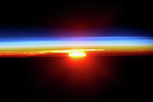 Закат солнца с борта Международной космической станции