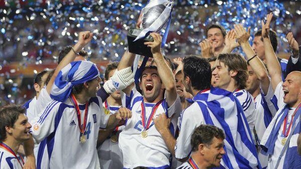Футболисты сборной Греции после победы на ЕВРО-2004