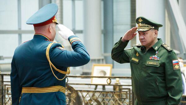 Министр обороны РФ Сергей Шойгу на церемонии награждения орденом Суворова 58-ой общевойсковой армии в Национальном центре управления обороной страны