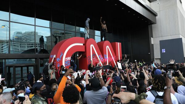 Во время акции протеста против гибели афроамериканца Джорджа Флойда от рук полиции, Атланта
