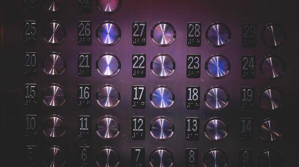 В Японии разработали крючки для бесконтактного пользования лифтом