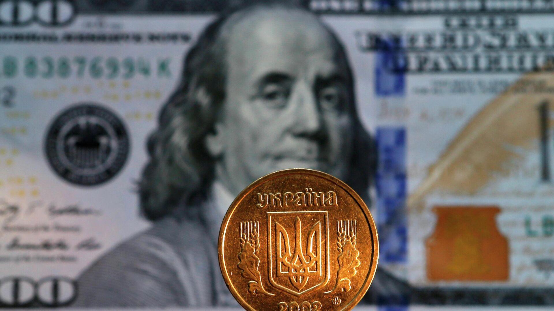 Денежная купюра долларов США и монета гривны Украины - РИА Новости, 1920, 28.07.2021