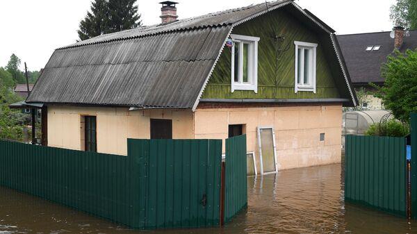 Подтопленной дом в поселке Нахабино Московской области
