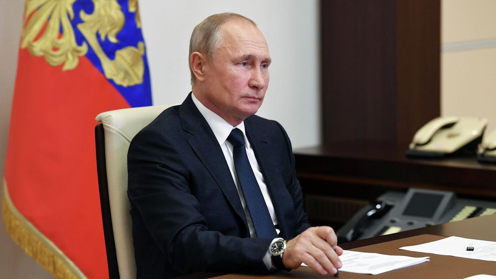 Путин призвал поддержать семьи в условиях пандемии