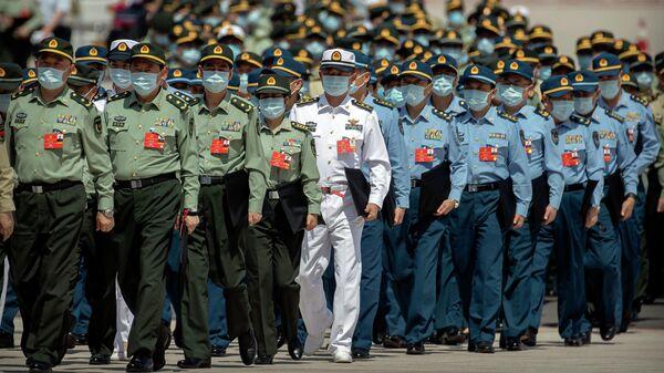 Военные прибывают на заключительное заседание Всекитайского собрания народных представителей (ВСНП) в Пекине. 28 мая 2020 года