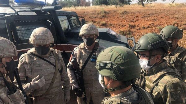 Российские и турецкие военные во время совместного патрулирования в провинции Идлиб в Сирии