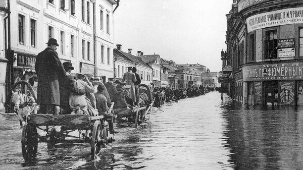 Наводнение в Москве в апреле 1908 года. Улица Полянка. Репродукция