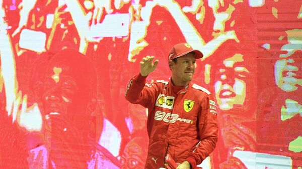 Себастьян Феттель после победы на Гран-при Сингапура