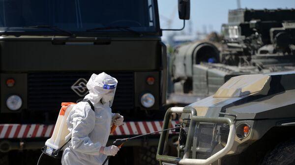 Дезинфекция военной техники, участвующей в параде Победы, в воинской части в Екатеринбурге