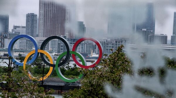 A general view shows the Olympic Rings at Odaiba waterfront in Tokyo on April 20, 2020. - A Japanese expert who has criticised the country's response to the coronavirus warned on April 20 that he is pessimistic that the postponed Olympics can be held even in 2021. (Photo by Philip FONG / AFP)
