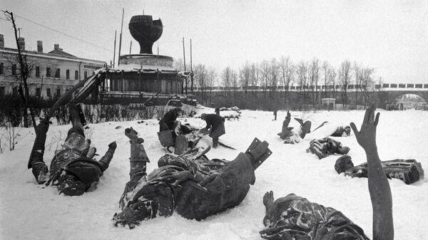 Памятник Тысячелетие России на территории Новгородского Кремля, разрушенный фашистскими захватчиками