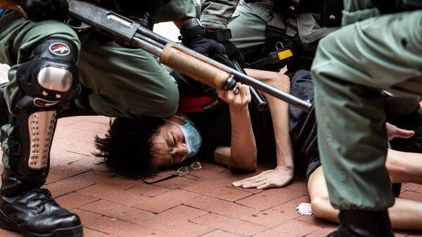 Столкновение полиции и протестующих в Гонконге