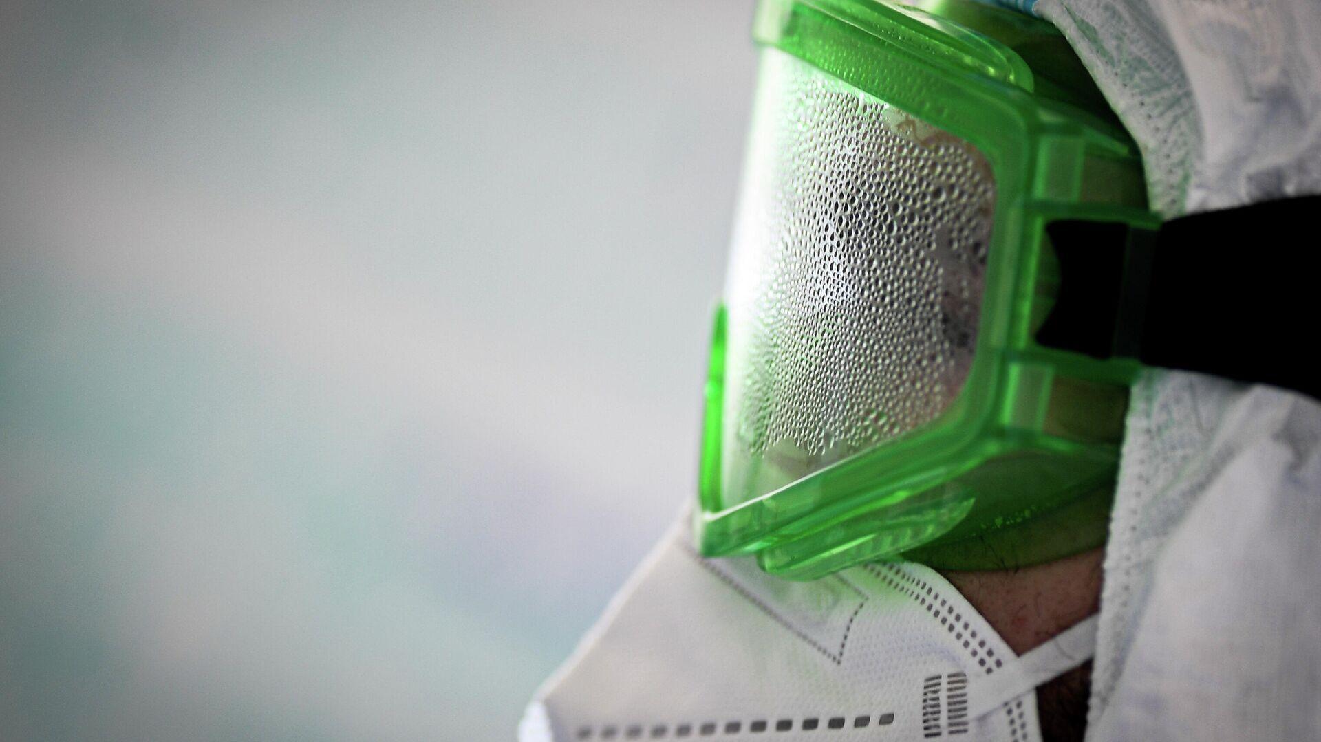 Врач в запотевших защитных очках во время работы в госпитале COVID-19 в ЦИТО им. Н. Н. Приорова - РИА Новости, 1920, 29.11.2020