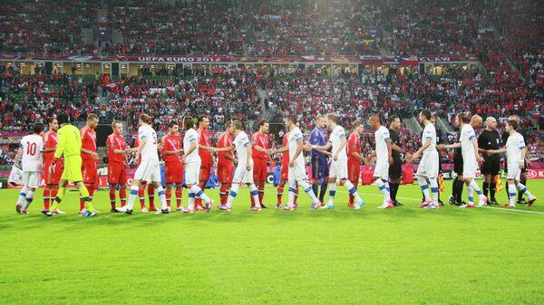 Футболисты сборной России и Чехии перед началом матча