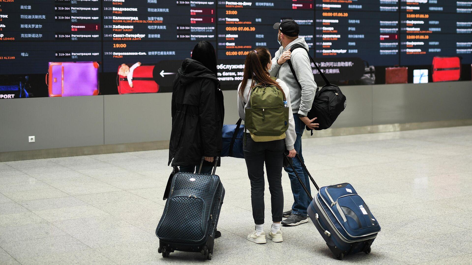 Люди в аэропорту Шереметьево в Москве - РИА Новости, 1920, 10.06.2021