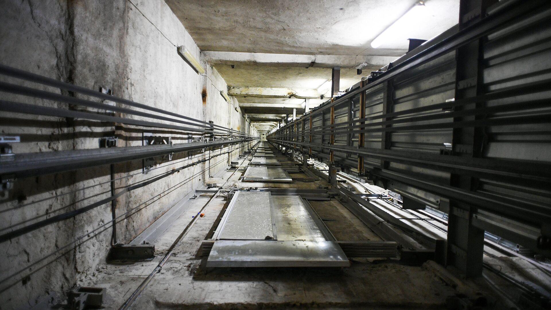Шахта лифта в высотном жилом доме на Котельнической набережной в Москве - РИА Новости, 1920, 25.09.2020