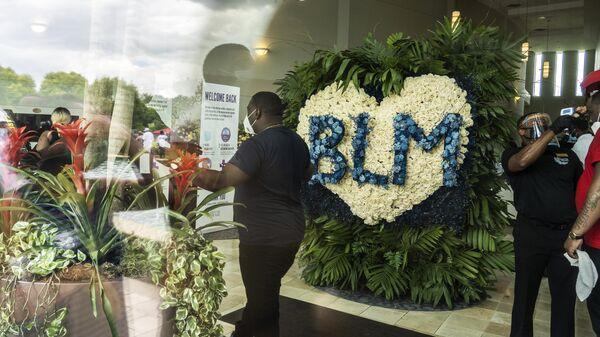 Похороны погибшего при задержании афроамериканца Дж. Флойда в США
