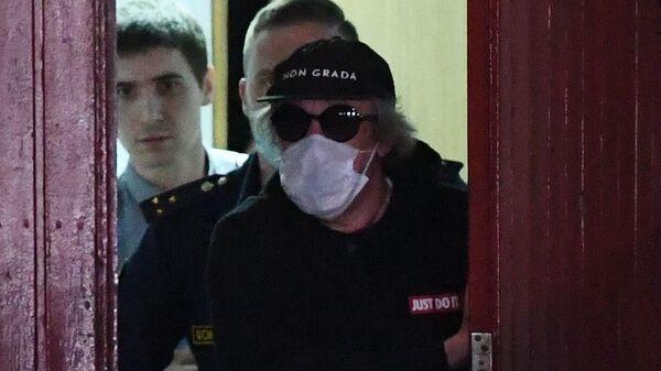 Актёр Михаил Ефремов выходит из Таганского суда в Москве