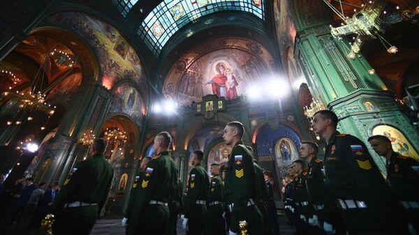 Военнослужащие перед церемонией освящения главного храма Вооруженных сил РФ в парке Патриот в Московской области