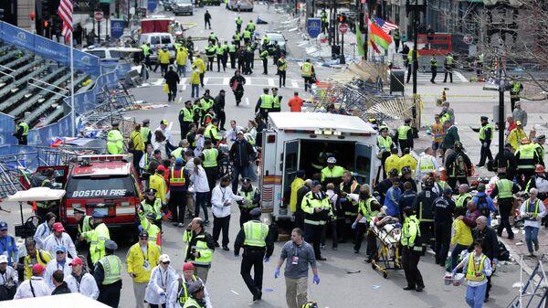 На месте теракта на бостонском марафоне, 15 апреля 2013 года