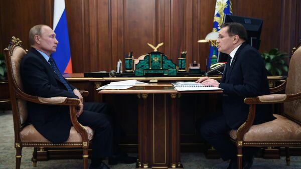 Президент РФ Владимир Путин и генеральный директор государственной корпорации по атомной энергии Росатом Алексей Лихачев во время встречи