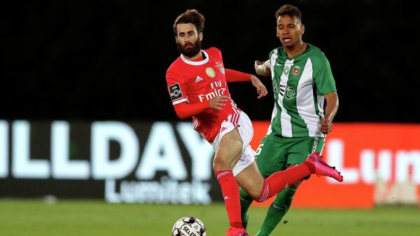 --PORTUGAL OUT--  Rio Ave's Brazilian midfielder Filipe Augusto challenges Benfica's Portuguese midfielder Rafa Silva (L) during the Portuguese league football match Rio Ave FC against SL Benfica  at the Rio Ave FC - Dos Arcos stadium in Vila do Conde on June 17, 2020. (Photo by Jose COELHO / POOL / AFP) / Portugal OUT