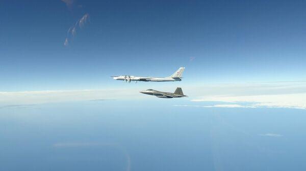 Истребители F-22 ВВС США перехватили у Аляски российские Ту-95