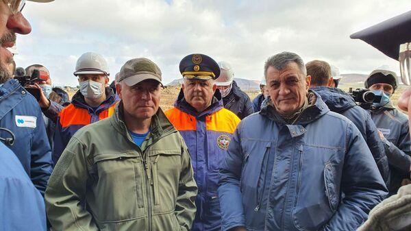 Глава МЧС РФ Евгений Зиничев во время ознакомился с условиями хранения собранного после аварии на ТЭЦ-3 загрязненного грунта на полигоне в Норильске