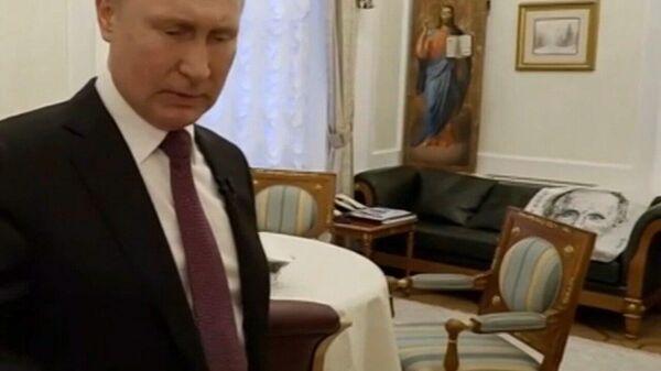 Портрет Президента России в кабинете Владимира Путина