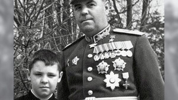 Александр Василевский с сыном Игорем перед Парадом Победы 24 июня 1945