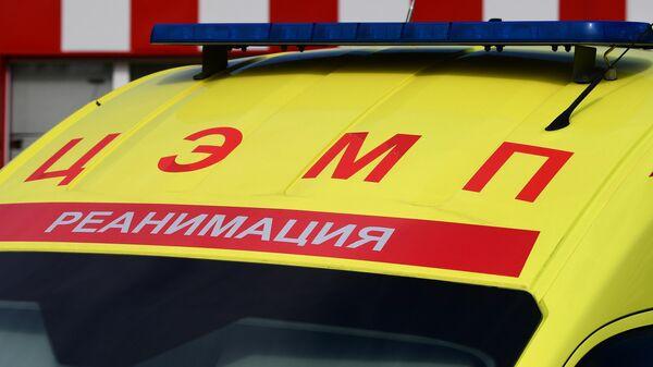 Автомобиль реанимации у городской клинической больницы имени С. С. Юдина в Москв