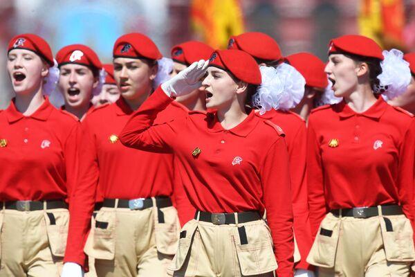 Юнармейцы во время военного парада в ознаменование 75-летия Победы в Великой Отечественной войне 1941-1945 годов на Красной площади в Москве
