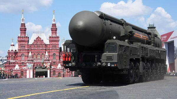Автономная пусковая установка ПГРК Ярс во время военного парада в ознаменование 75-летия Победы в Великой Отечественной войне 1941-1945 годов на Красной площади в Москве