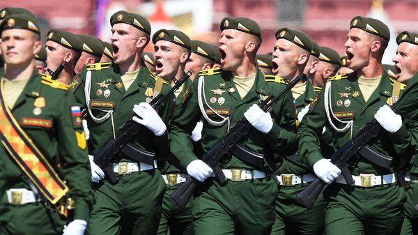 Военнослужащие парадных расчетов во время военного парада в ознаменование 75-летия Победы в Великой Отечественной войне 1941-1945 годов на Красной площади в Москве