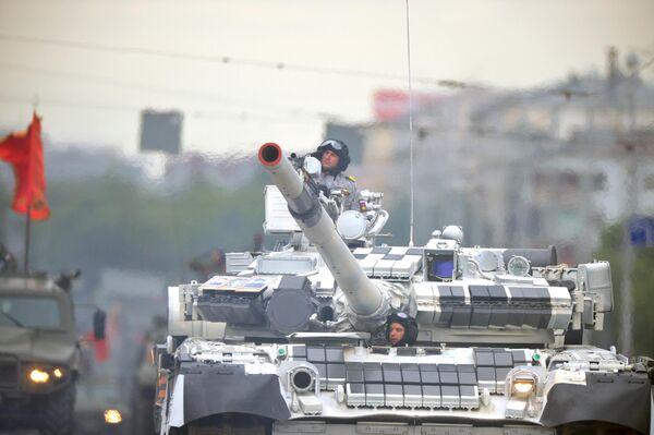 Военная техника во время военного парада в ознаменование 75-летия Победы в Великой Отечественной войне 1941-1945 годов