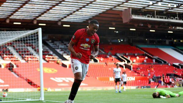 Форвард Манчестер Юнайтед Антони Марсьяль радуется забитому мячу
