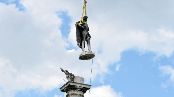 Памятник бывшему вице-президенту США и идеологу рабовладельческой политики Джону Кэлхуну демонтировали в Чарлстон, штат Южная Каролина
