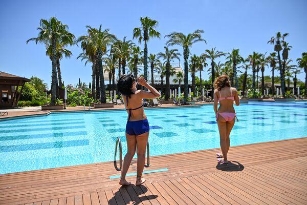 Туристы на отдыхе в Анталии