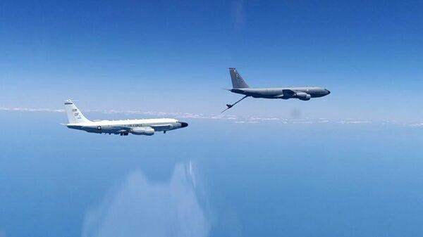 Самолет-разведчик RC-135 и самолет-заправщик КС-135 ВВС США над Черным морем. 26 июня 2020
