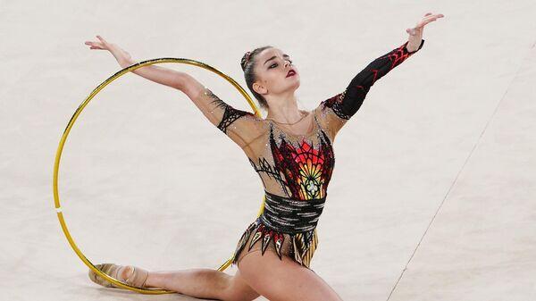 Дина Аверина (Россия) выступает во Дворце гимнастики Ирины Винер-Усмановой на международном онлайн-турнире по художественной гимнастике. В турнире участвуют команды нескольких стран, каждая сборная выступает на домашней арене, соревнования транслируются онлайн.
