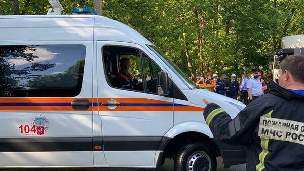 Машина Мосгаза на месте пожара на Проходческой улице на северо-востоке Москвы