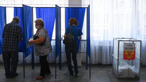 Избиратели на избирательном участке