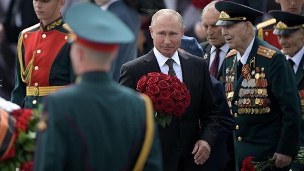 Президент РФ Владимир Путин на церемонии возложения венка к Ржевскому мемориалу