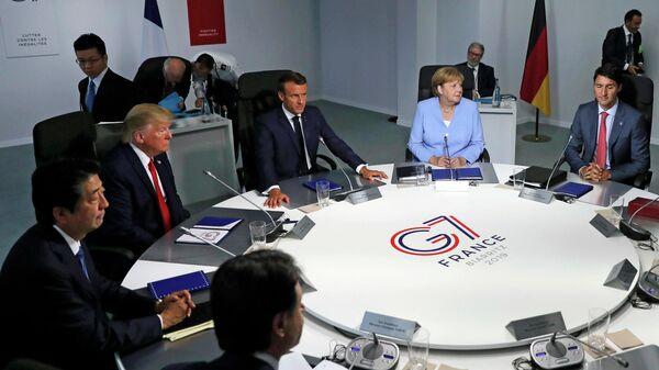 Лидеры стран-участниц G7 во время встречи в рамках ежегодного саммита