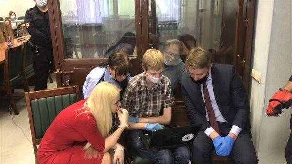 Обнародована переписка аспирантки Ещенко и историка Соколова. Кадры из суда в Петербурге