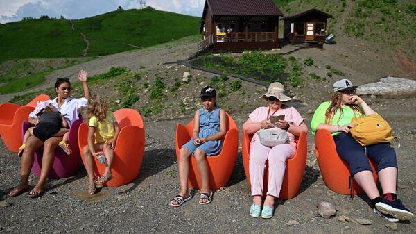 Отдыхающие на горном курорте Красная Поляна