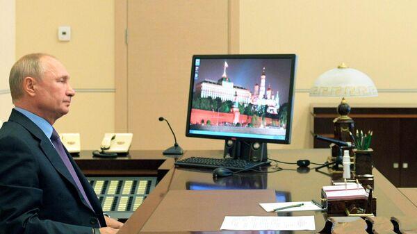 Президент РФ Владимир Путин проводит оперативное совещание с постоянными членами Совета безопасности РФ в режиме видеоконференции