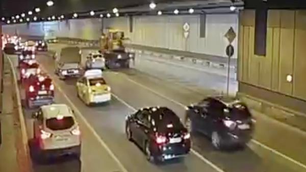 ДТП в Гагаринском тонелле Третьего транспортного кольца Москвы